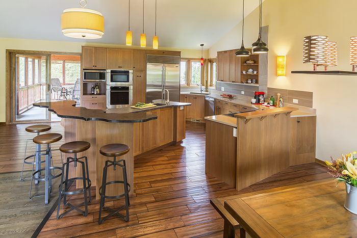 Kitchen with interesting floor plan and T-shaped kitchen island
